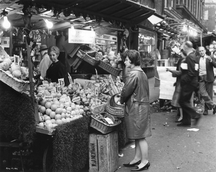 taste-of-honey-a-1961-001-rita-tushingham-buying-her-groceries-00m-msc