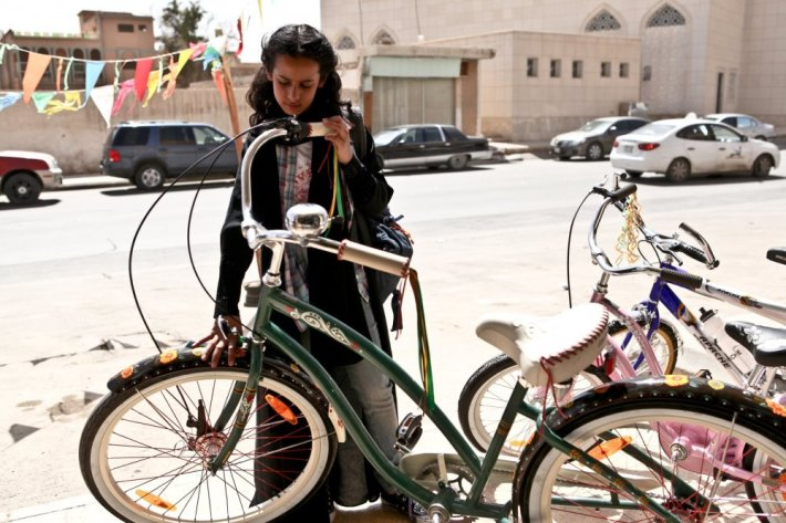 wadjda-2012-001-wadjda-with-bicycle